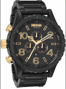 Relógio Nixon 51-30, Preto Com Dourado.