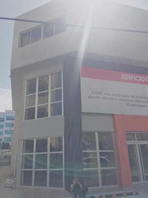 Edificio Comercial De Tres Niveles