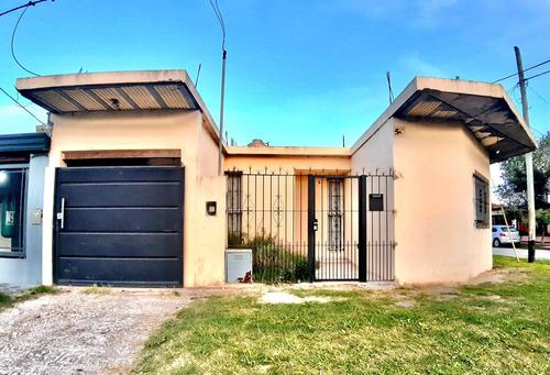 Casa En Venta En La Plata, 2 Dormitorios Y Galpón