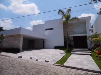 (crm-1404-1369) Espectacular Residencia Con Acabados Finos Dentro De Exclusiva Privada