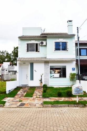 Casa Em Hípica Com 3 Dormitórios - Mi9268