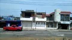 Casa Uso Residencial En Venta, Con Local Comercial.