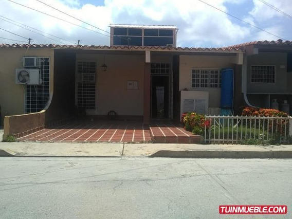 Casas En Venta Cabudare. La Mora. Urb. Petimora