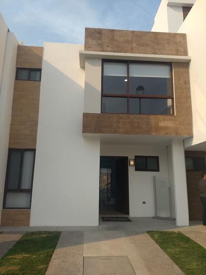 Venta Casa En Cluster Con Alberca En Zibata Queretaro $2,280,000