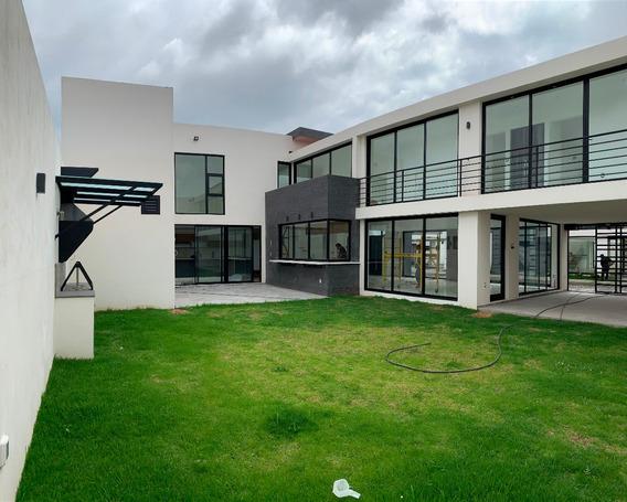 Casa En Venta En Metepec En Privada Con Espacioso Jardin