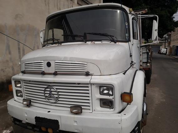Caminhão Mercedes-benz 1318