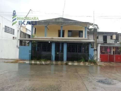 Venta Casa 5 Recamaras Col. Ruiz Cortinez Tuxpan Veracruz. Ubicada En La Calle Venustiano Carranza, En Planta 1 Consta De Cochera Techada,sala-comedor, Cocina, 1 Estancia, 1 Baño, 2 Recamaras, 1 Pasi