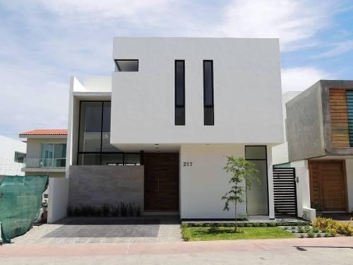 Casa Nueva En Solares Muy Amplia Y Excelentes Acabados