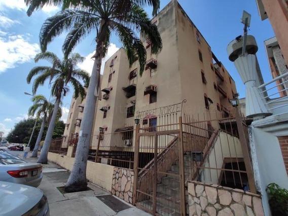 Practico Apartamento En Av. Fuerzas Aereas 20-24176 Hjl