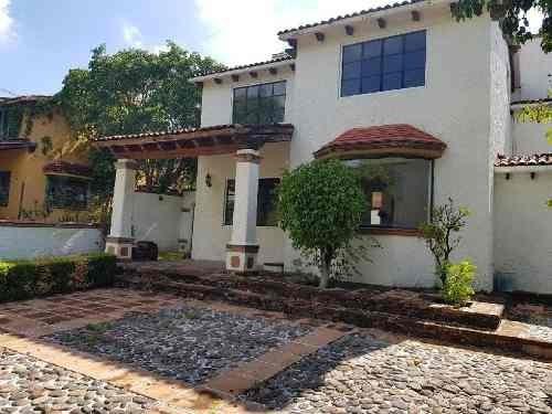 Casa En Oportunidad , En Villas Del Mesón Juriquilla, Con Amplio Jardin