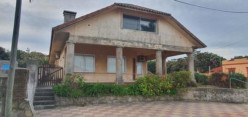 Casa De Dos Plantas Frente Al Mar
