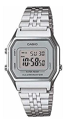Casio - Reloj Digital Tamaño Mediano En Color Plata Mujeres
