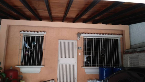 Townhouse En Urb. Los Mangos, Valencia. Nath-075