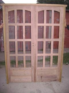 Puerta Doble De Madera De Entrada Con Espacios Para Vidrios