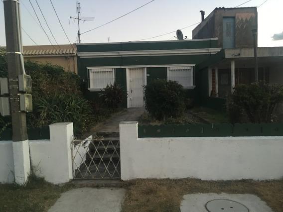 Casa 2 Dormitorios, Gran Terreno Y Parrillero
