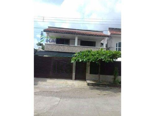 Venta Casa Grande 4 Recamaras Tapachula Chiapas, Ubicada En El Fraccionamiento Villa Las Flores, Planta Baja: Sala, Comedor, Cocina Con Área De Lavado, 1 Recamara Con Baño Completo, Estudio, 1 Baño C