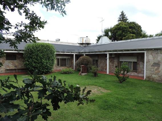 Casa En Venta, 3 Dormitorios, 2 Baños, 2 Cocheras Y Parque.