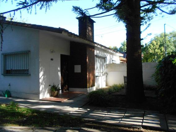 Chalet En Ph, Calle Asfaltada, Ventanas Con Rejas, La Lucila