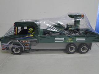 Um Caminhão Scania T113 E Trator John Deere De Madeira Forte