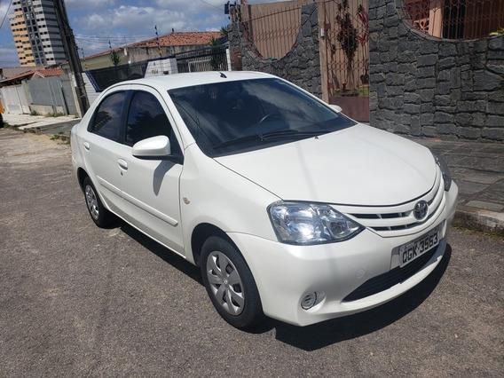 Toyota Etios Sedán 65000