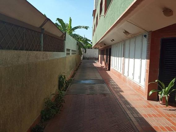 Apartamento En Venta En Colinas Neveri, Edificio Centro Yoli