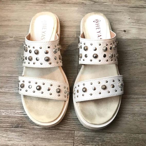 Sandalias Blancas Con Tachas Talle 37 Moda Super Comodas