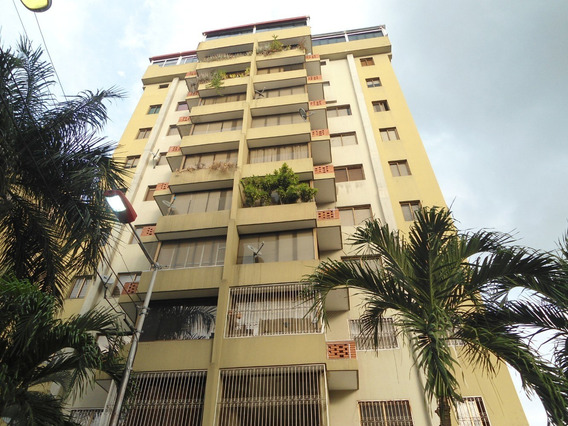 Apartamento En Venta La Soledad Res Le Petit Plaza C 20-6163