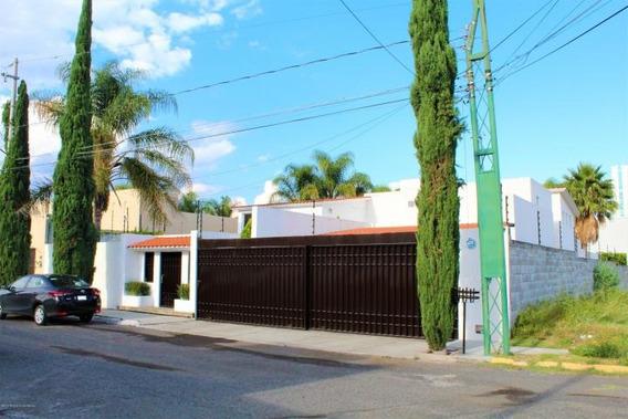 Qh5 1461 Casa Esquina, 1000m2 Terreno, Juriquilla Qro.