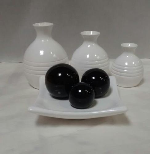 Imagem 1 de 3 de Conjunto Cerâmica Jogo Vaso Luxo + Fruteira M Branco E Preto