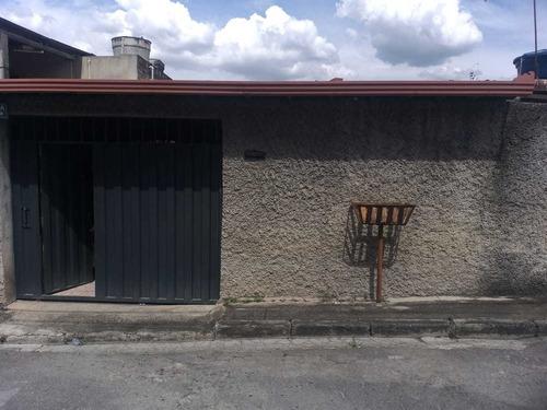 Imagem 1 de 14 de Casa Espaçosa Com 2 Quartos  E  Uma Vaga
