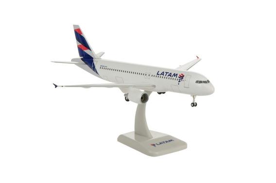 Miniatura Latam Airbus A320 1:200 Hogan Wings