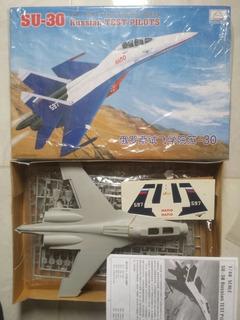 Avión Para Armar Su-30 1/48