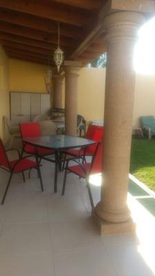 Renta De Casa Amueblada En Juriquilla De 1 Nivel Con 3 Recámaras Jardín Y Terraz
