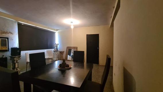 Casa En Venta En Urb Urdaneta Maracaibo