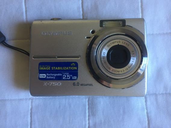 Camera Fotográfica Digital Olympus X-750 6 Megapixels