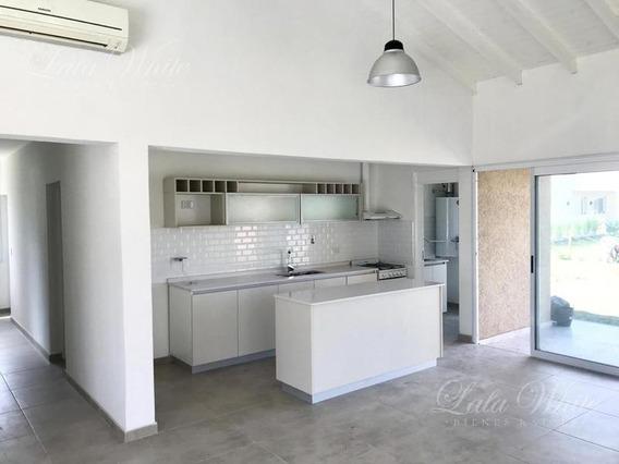 Venta/alquiler - Casa En Los Talas - Canning