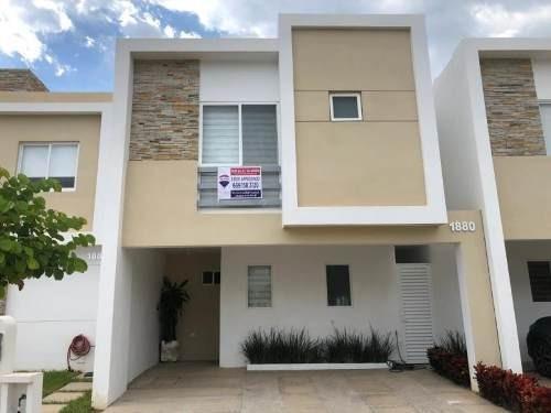 Casa En Venta En Fracc Almar Residencial