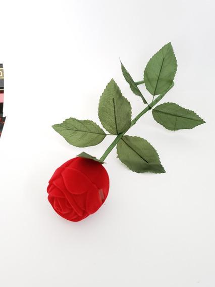 Estuche De Rosa Roja Con Tallo Y Caja Blanca Para Anillo