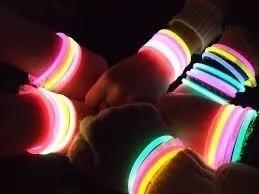 Pulseras Neon Se Iluminan En La Noche Fiestas Eventos