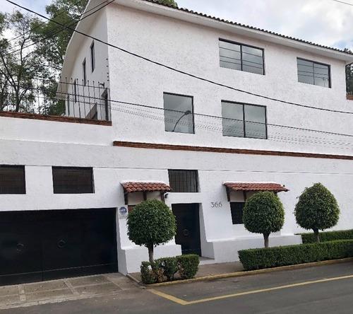 Increible Casa Remodelada Con Excelente Ubicación En Las Lomas De Reforma
