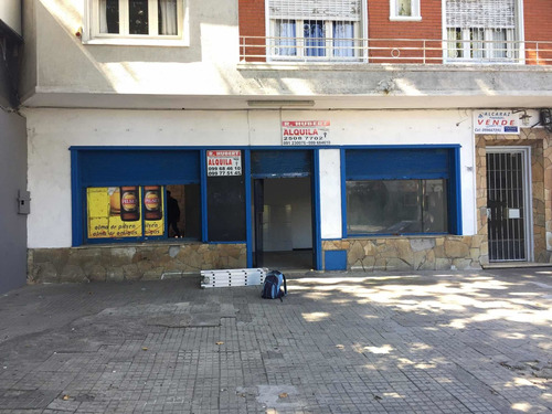 Local En Buen Punto Comercial Sobre Calle Comercio!