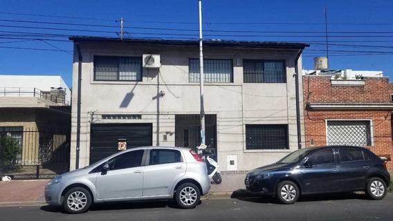 En Venta En Caseros Hermoso Chalet 4 Amb 2 Baños En Dos Plantas A Nuevo, En Planta Baja Garage Para 2 Autos F: 8164