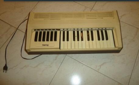 Órgão Hering Elétrico Portátil