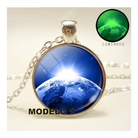 Colar Planeta Luminoso - Terra - Earth - Lua - Saturno - Circular Chato - 03 Modelos