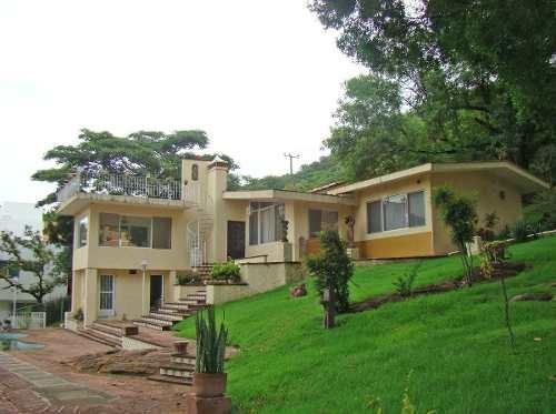 Oportunidad Casa Para Re-modelar En Las Cañadas