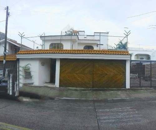 Excelente Casa En Venta En Lomas Altas 5 Habitaciones