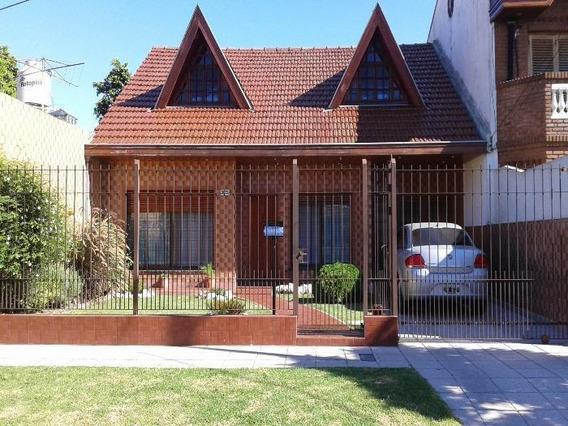 Venta De Casa 3 Ambientes En Quilmes Con Cochera Y Jardín ( 20681)