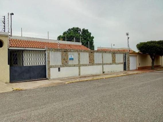 Casa En Alquiler Juana De Avila. Oa