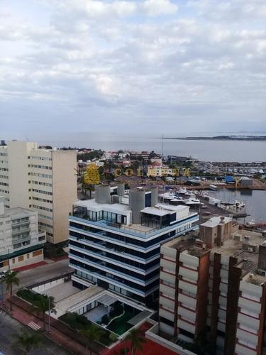 Apartamento En Muy Buena Ubicacion En Peninsula, De 3 Dor, 2 Baños Con Muy Linda Vista A La Ciudad Y El Mar.- Ref: 2027