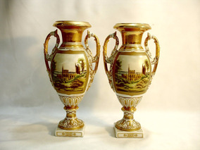 Par De Vasos Ânforas Em Porcelana Europeia Lindas